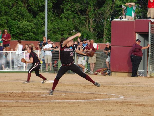 Maroon Softball Pitching